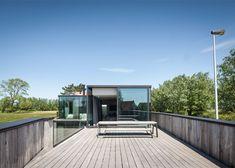 Govaert & Vanhoutte's House Graafjansdijk has fence-like walls