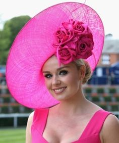 Check out some of the wonderful, some of the weird, and some of the wacky hats worn at the Ascot festival over the years. Katherine Jenkins (above) Katherine Jenkins, Fascinator Hats, Fascinators, Headpieces, Rosa Hut, Look Rose, Crazy Hats, Kentucky Derby Hats, Fancy Hats