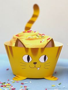 Free printable cat themed cupcake wrappers from Mr Printables