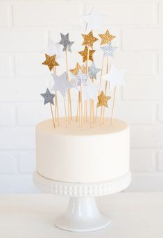 A holiday party isn't complete without dessert! This simple cake topped with shiny stars will wow your guests.