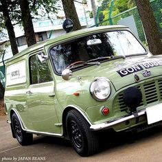 Awesome Van Lovely color and customization! Classic European Cars, Classic Mini, Classic Cars, Fancy Cars, Cool Cars, Mini Clubman, Mini Coopers, Mini Morris, Morris Minor