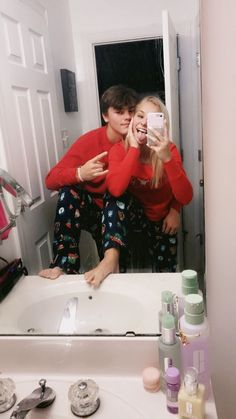 relationship photos The Sweetest Couple Goals To M - relationshipgoals Cute Couples Photos, Cute Couple Pictures, Cute Couples Goals, Teen Couples, Goofy Couples, Freaky Pictures, Couple Goals Teenagers, Siblings Goals, Adorable Couples