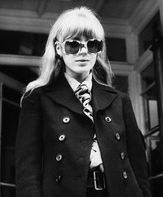 Marianne Faithfull– of noble roots in masochistic boots, sang folk songs, took the Stones on, rocked the London scene with Anita Pallenberg Boho Queen… and she was just getting warmed up. Anita Pallenberg, Mini Van, Vintage Bangs, Retro Vintage, Vintage Coat, Modern Retro, Looks Style, My Style, French Style