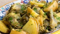 Carciofi e patate in padella (Artichokes and Potatoes) : vegetarian, side, italian Veggie Dishes, Veggie Recipes, Vegetarian Recipes, Cooking Recipes, Healthy Recipes, Happy Foods, Vegetable Sides, Easter Recipes, Italian Recipes