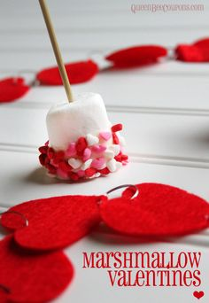 Easy Valentine Idea – Marshmallow Valentines, on a stick Copyright © QueenBeeCoupons