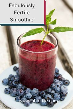 Smoothie that boosts your fertility. Gluten-free and vegan. This smoothie is for you if you are TTC and want to boost your fertility naturally. Foods To Boost Fertility, Fertility Help, Fertility Smoothie, Fertility Diet, Boost Fertility Naturally, Natural Fertility, Fruit Smoothies, Healthy Smoothies, Healthy Drinks