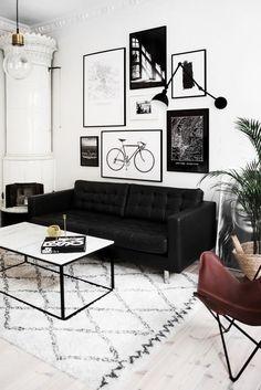 plakaty, kinkiet, butterfly chair https://decorobject.com/furniture/living-room/furniture-living-room-livingroom2/