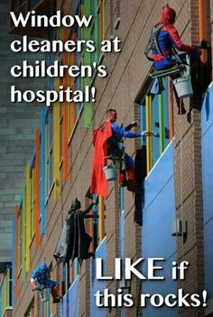Window cleaners intent on making someone's day brighter. scope-sante-qualite-chaque-hopital-evaluee
