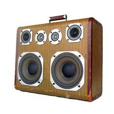 boomcase Eliot Ness, Diy Bluetooth Speaker, Boombox, Diy Design, Interior Design, Tech Gadgets, Diy Stuff, Cool Stuff, Bubbles