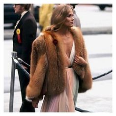 Vintage Style: Not convinced if it is spring yet with the weather we are having here in country Victoria. So I am taking my style advice for the beautiful Lauren Hutton. Image via Pinterest. #laurenhutton #laurenhuttonstyle #pinterest