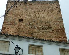 """#Jaén - #Génave - Torreón de la Tercia /38º 25' 47.29"""" -2º 43' 58.63"""" / El Torreón de la Tercia, de impresionante estructura cúbica, está situado en el centro de la población. Esta torre, que pudo sustituir a la antigua fortaleza islámica, podría identificarse con la torre del homenaje de un pequeño castillo bajomedieval de mampostería irregular."""
