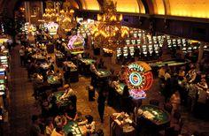 Jour 5 :   Poursuite au milieu du désert vers Las Vegas, nuit dans la ville casino !  City of Las Vegas à Nevada