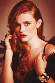 ❧ Holland Roden - I read she might be Ariel on Once Upon a Time :) ALYSSSSSSAAAAAAAAAAAAAA!