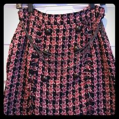 Tweed midi skirt with chains and zipper Fun and stylish tweed houndstooth pattern skirt. Draped chains across the front and zipper back. Great for a Friday at the office straight to happy hour. Forever 21 Skirts Midi
