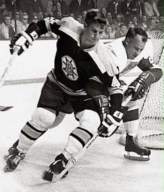 Two icons: Boston's Bobby Orr & Gordie Howe of Detroit during Orr's rookie season, Stars Hockey, Hockey Teams, Ice Hockey, Hockey Stuff, Boston Sports, Boston Red Sox, Bobby Orr, Boston Bruins Hockey, Vancouver Canucks