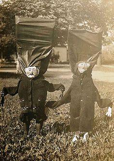 Страшные костюмы на Хэллоуин прошлого века