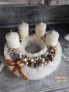 Christmas Feeling, Christmas Time, Diy Christmas Ornaments, Christmas Wreaths, Decorative Candles, Mesh Wreaths, Xmas Decorations, Centerpieces, Holiday Decor