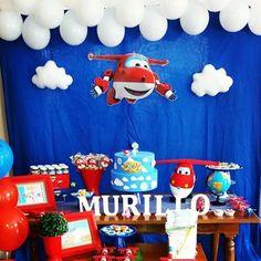 Depois partimos para uma viagem com o Jet e seus amigos, para o pequeno Murillo que é para lá de especial para essa tia babona. Mamãe e Papai contem sempre com a Festa da Mi para momentos especiais. #festainfantil #kidsparty #superwings #superwingsparty #guloseimas #algodaodoce #aviões #festa #FestadaMi