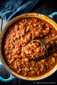 SAVE FOR LATER! This DELICIOUS beanless Easy Paleo Chili Recipe is loaded with veggies & meat and has become our family's go-to one pot dinner. It's also compliant. Good Healthy Recipes, Whole 30 Recipes, Paleo Recipes, Healthy Dinners, Paleo Chili, Chili Recipes, Whole30 Dinner Recipes, Sweet Potato Chili, Vinaigrette