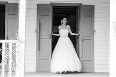 Doux mariage sur l'Ile de la Réunion {Delphine & Frédéric} | My Cultural Wedding Chic manuel mota pronovias