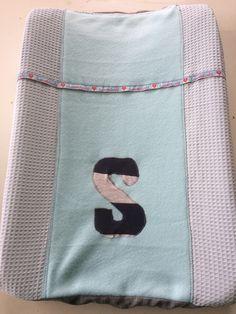 Aankleedkussenhoes met de S van baby Senn