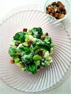 パルミジャーノ香るパン耳クルトンとお野菜たっぷりグリーンサラダ