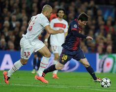 Barcelona leva susto, mas empata com PSG e garante vaga na semi | Escalado com Lionel Messi no banco de reservas, o Barcelona não encontrou facilidade para garantir vaga nas semifinais da Liga dos Campeões. No entanto, o time catalão conseguiu empatar por 1 a 1, no estádio Camp Nou, e assegurou vaga. http://mmanchete.blogspot.com.br/2013/04/barcelona-leva-susto-mas-empata-com-psg.html#.UWb3y7VQGSo