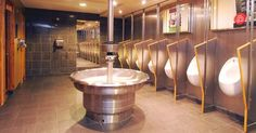 The Stainless Steel Classic Washfountain keeps The Trafalgar, a JD Wetherspoon pub in the UK.