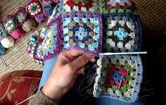 A N D A M E N T O: More On The Granny Squares Blanket - Joining As You Go...