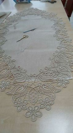 A few months ago I discovered these two Italian lace books that contain some Romanian Point Lace crochet patterns and instructions.This Pin was discovered by AyşDeciding on What to Crochet Ne Filet Crochet, Irish Crochet, Crochet Lace, Embroidery Stitches, Embroidery Patterns, Hand Embroidery, Needle Lace, Bobbin Lace, Lace Patterns