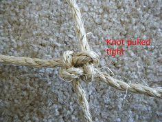 How to Make a Climbing Net For Your Parrot Small Birds, Pet Birds, Homemade Bird Toys, Crab Net, Bird Aviary, Climbing Rope, Parrot Toys, Kinds Of Birds, Conure