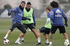 SPEAK OF FOOTBALL:Ronaldo Pamerkan Sepatu Barunya Saat Latihan