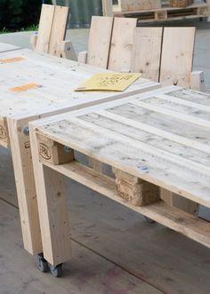 tuinidee | pallet tafels op wielen Door creathea