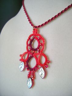 "Yarnplayer's Tatting Blog: Tatting video - ""Dream"" pendant with beads"