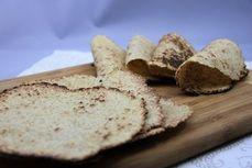 Bezlepkove nizkosacharidove tortilly /Gluten and sugar free tortillas/ Zdravé, nízkosacharidové, bezlepkové recepty. (Healthy, low carb, gluten free recipes.) Tortillas, Feta, Paleo, Low Carb, Gluten, Bread, Cheese, Recipes, Pizza