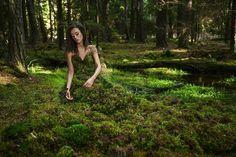 Karolina Ryvolova é uma fotógrafa da República Checa de 26 anos que encanta com lindas mulheres, natureza e mitos.