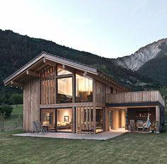 Bureau d'architecture situé au Châble (VS) et à Lausanne (VD) actif dans les projets d'urbanisme, rénovations et constructions neuves. Spanish House, Log Home Designs, Log Home Living, Architecture, Metal Homes, Chalets, Log Homes, Shipping Container Homes, Terrace