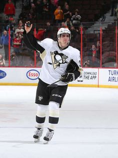 Pittsburgh Penguins at Ottawa Senators - 02/12/2015 - David Perron #39 the Pittsburgh Penguins salutes the crowd as he is named the first star of the game after a win against the Ottawa Senators.