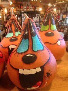 Halloween Gourds, Halloween Wood Crafts, Halloween Painting, Fall Crafts, Fall Halloween, Decor Crafts, Halloween Decorations, Decorative Gourds, Hand Painted Gourds