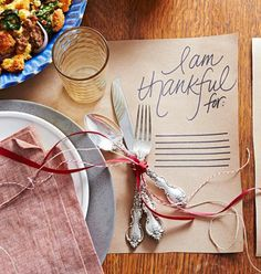 Easy Thanksgiving placemat! How-to: http://www.midwestliving.com/holidays/thanksgiving/easy-ideas-for-thanksgiving-decorating/?page=29