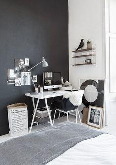 Фотография: Спальня в стиле Лофт, Кабинет, Интерьер комнат, рабочее место в спальне, рабочее место в малогабаритной квартире, письменный стол в спальне, оригинальные дизайн-решения – фото на InMyRoom.ru