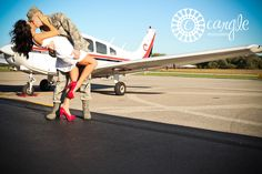 Airplane Engagement Session / Engagement Pictures / Airplane Session / carglephotography.com