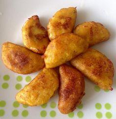 Empanadas de Plátano maduro rellenas de queso (para freir u hornear, con harina de maiz precocida)