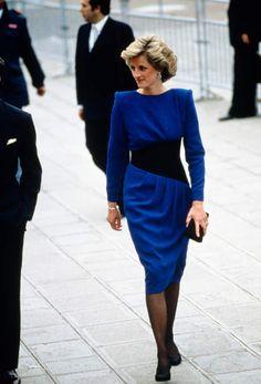 Silhouette moderne et cintrée, Diana s'affranchit des codes et impose une…