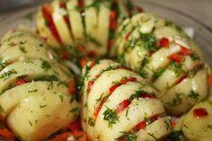 Aardappels uit de oven met paprika en Herbes de Provence - Een simpel en goedkoop recept, in grote aantallen en snel te maken. Ook mogelijk op de barbecue..