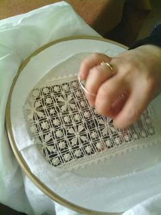 Hardanger Embroidery, Lace Embroidery, Embroidery Stitches, Embroidery Designs, Weaving Loom Diy, Lace Drawing, Drawn Thread, Types Of Embroidery, Point Lace