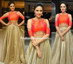 Sreemukhi in a long skirt and crop top – South India Fashion Lehenga Designs, Saree Blouse Designs, Blouse Styles, Dress Designs, Lehnga Dress, Lehenga Blouse, Red Lehenga, Lehenga Choli, Gown Dress