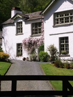 A gorgeous cottage in the woods near Wray Castle