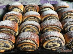 Cream Cheese Kolache Recipe, Challa Bread, Fun Cooking, Cooking Recipes, Poppy Seed Cookies, Croissant Bread, Hungarian Cake, Cinnamon Crumble, Deserts