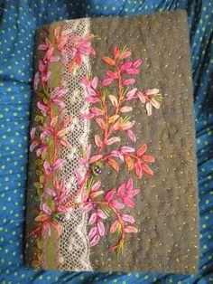 Pretty sunset coloured embroidered leaves L'été a passé si vite ... - PauseCouleurs